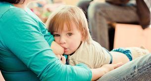 ¿Hasta qué edad es adecuado dar leche materna?