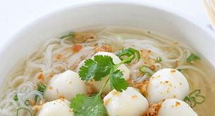 Receta para niños: sopa de fideos con bolitas de pescado
