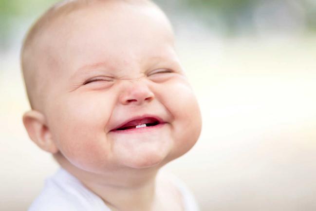 Juegos educativos para los niños: juegos para hacer reír a un bebé