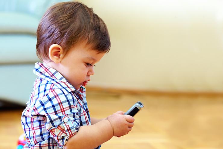 Razones por las que limitar el uso de los teléfonos móviles a tus hijos