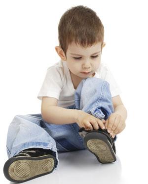 Calzado infantil: cómo ponerse los zapatos
