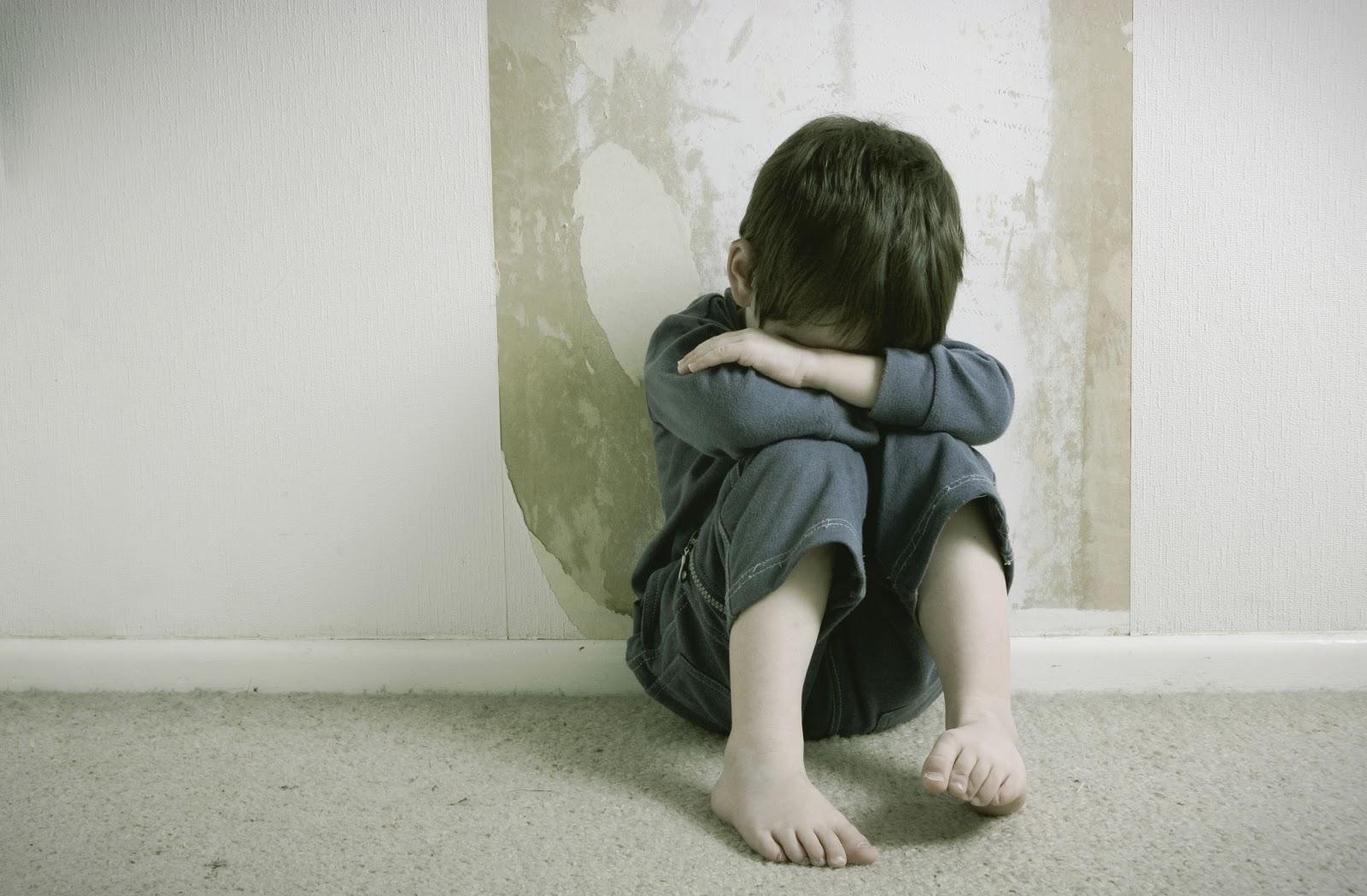 Cómo atender a un niño con traumas infantiles