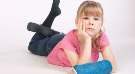 El cuidado de niños con escayola