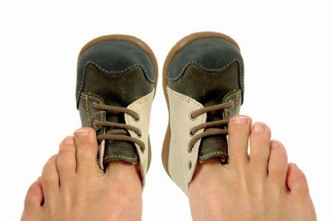 Calzado para niños: consecuencias de utilizar zapatos ajustados