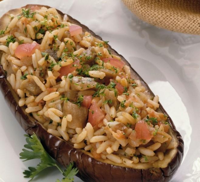 Berenjenas rellenas de arroz y verduras