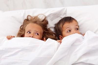 Consejos para superar el miedo a dormir solitos