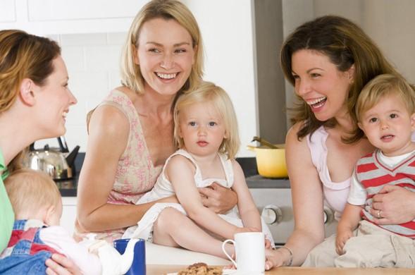 Consejos para tratar con amigas que tienen una forma diferente de educar a sus hijos