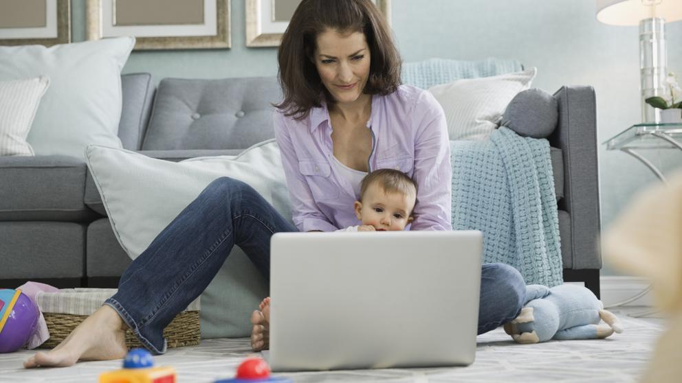 6 de cada 10 mujeres renuncian a su carrera profesional cuando son madres
