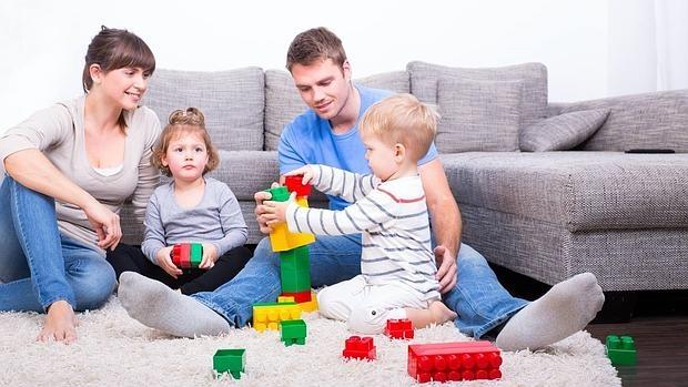 Los niños que juegan con sus padres son niños más felices